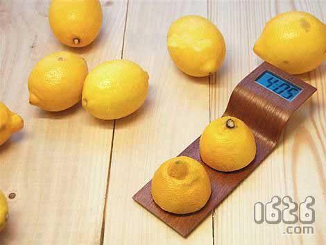 用柠檬供电的数字时钟